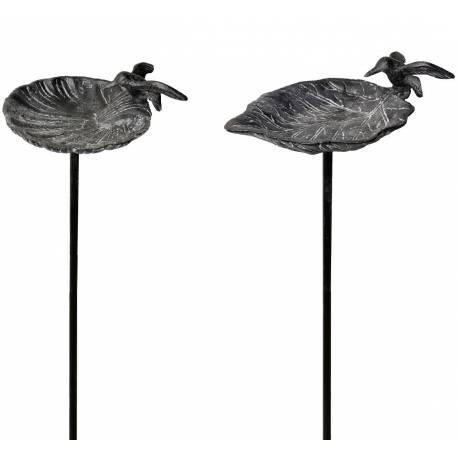 Set de 2 Tuteurs Bain d'Oiseaux ou Pics de Jardin 2 Coupelles Façon Bénitier Motifs Oiseaux en Fonte Patinée Grise 15x15x100cm