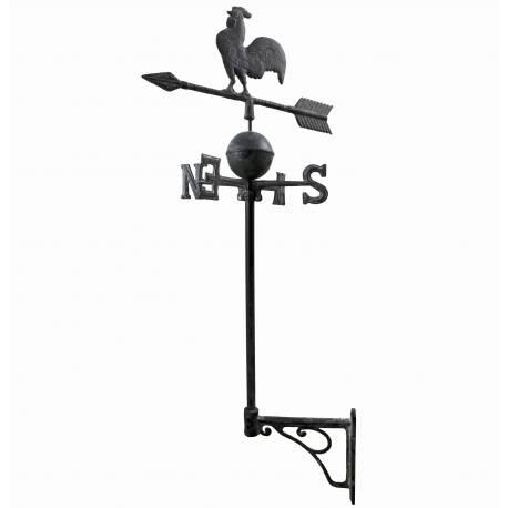 Girouette Murale avec 4 Points Cardinaux Motif Coq sur une Flèche en Fonte Patinée Grise 41x41x97cm